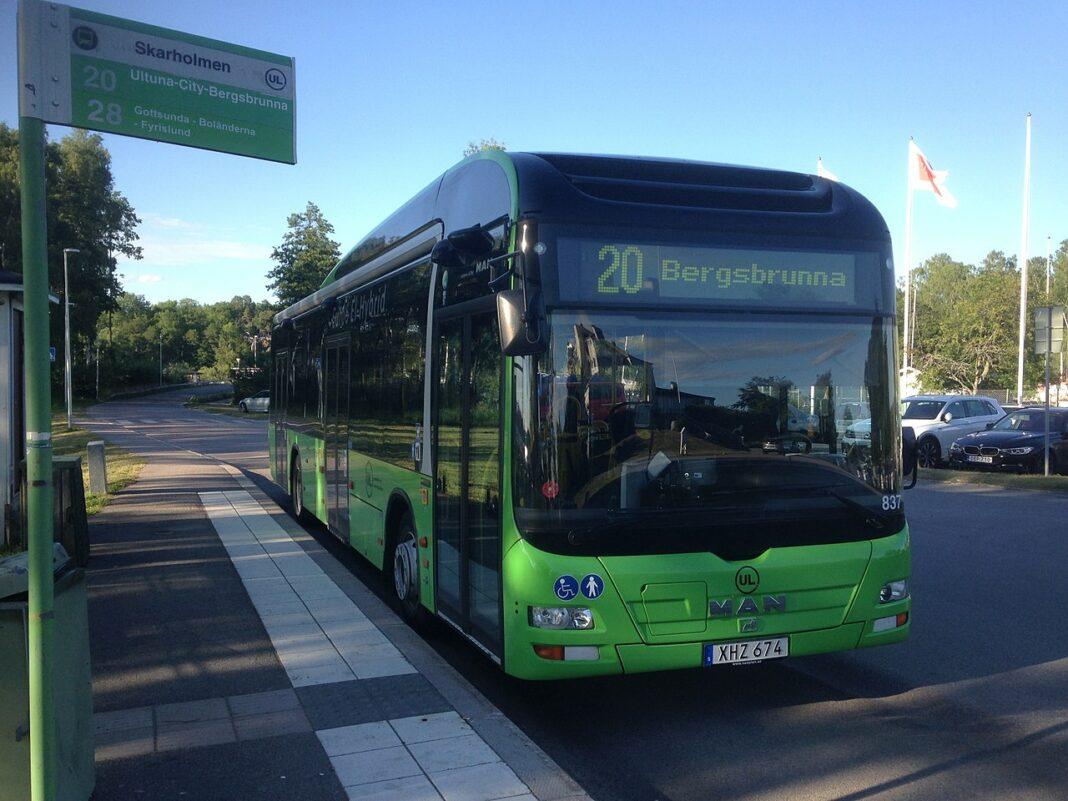 Ul - stenkastning - busslinje - sala - uppsala - nyheter - inrikes - brott