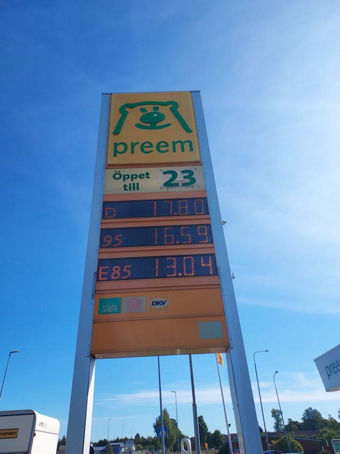 bensin pris - högt - 18 kr - liter